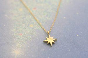 遺骨ペンダント・遺骨が入った星の形をしたピンクゴールドの小さなペンダント