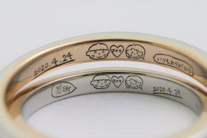 手作り結婚指輪、プラチナとピンクゴールドのコンビリング、お客様が描かれた手書き刻印が入っています